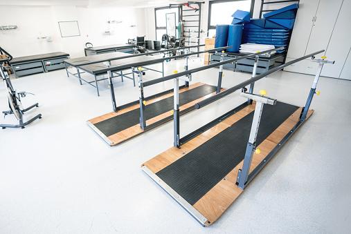 Stretcher「Empty physical rehabilitation clinic」:スマホ壁紙(18)