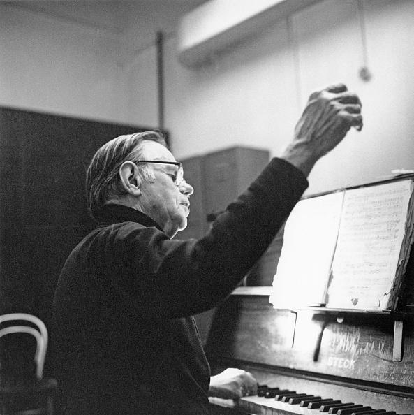 Classical Musician「Goodall At Piano」:写真・画像(7)[壁紙.com]