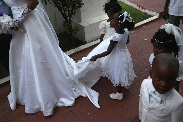 Wedding Reception「Liberia Turns Towards Normalcy As Fight Continues To Eradicate Ebola」:写真・画像(15)[壁紙.com]