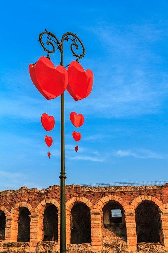 バレンタインデー「Heart decorations for the Valentine's Day in Verona, Italy」:スマホ壁紙(16)