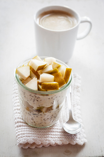 Pear「Glass of overnight oats with chia seeds, almond milk and pears」:スマホ壁紙(17)