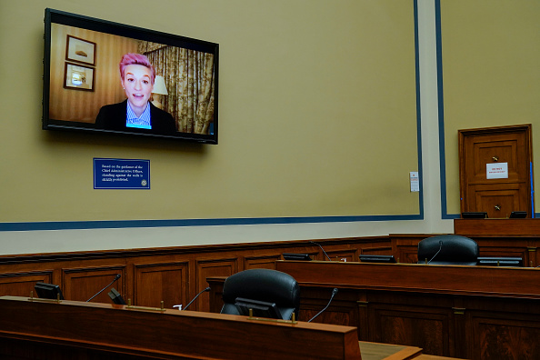 Women's Soccer「House Hearing On Gender Economic Inequality Held On Equal Pay Day」:写真・画像(8)[壁紙.com]