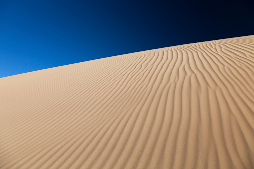 月「中国西部の砂漠します。」:スマホ壁紙(1)