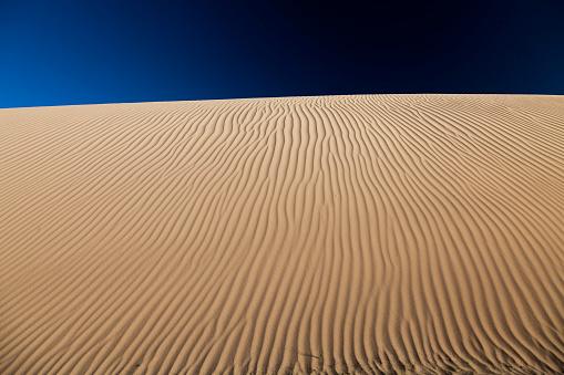 月「中国西部の砂漠します。」:スマホ壁紙(2)