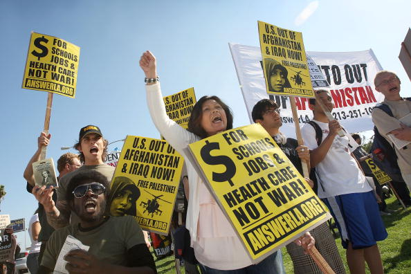 David McNew「Anti-War Activists Demonstrate Outside Obama's Appearance At DNC Fundraiser」:写真・画像(7)[壁紙.com]