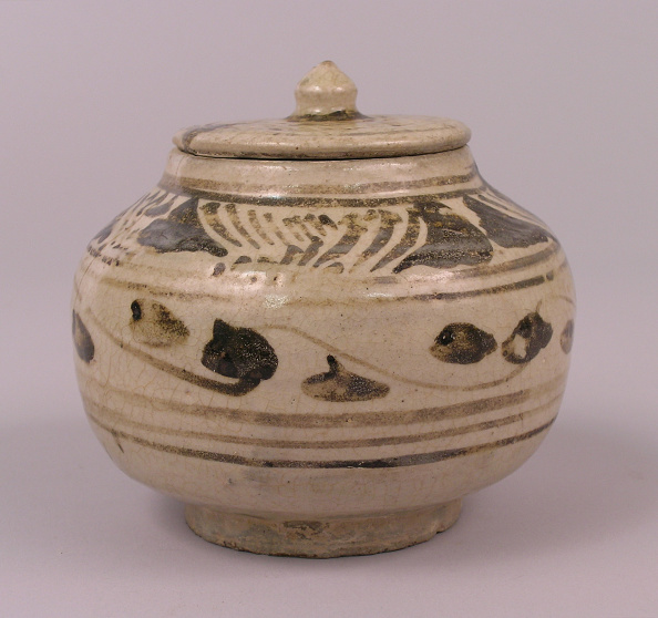USC Pacific Asia Museum「Glazed tea jar made with a compressed ovoid form and small flat cover」:写真・画像(11)[壁紙.com]