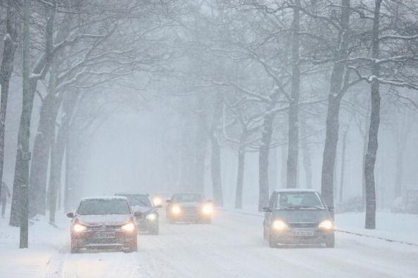 Road「Heavy Snowfall Hits Northeastern Germany」:写真・画像(13)[壁紙.com]