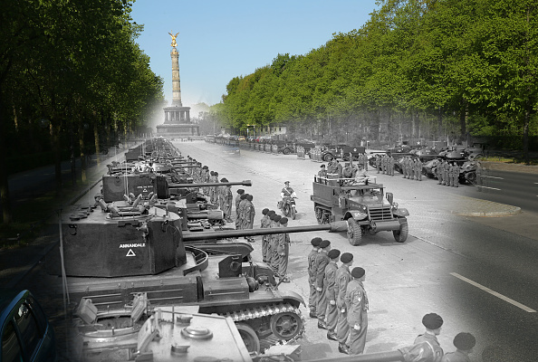 Moving Toward「70 Years Since WW2: Overlay Images Show Then And Today」:写真・画像(9)[壁紙.com]