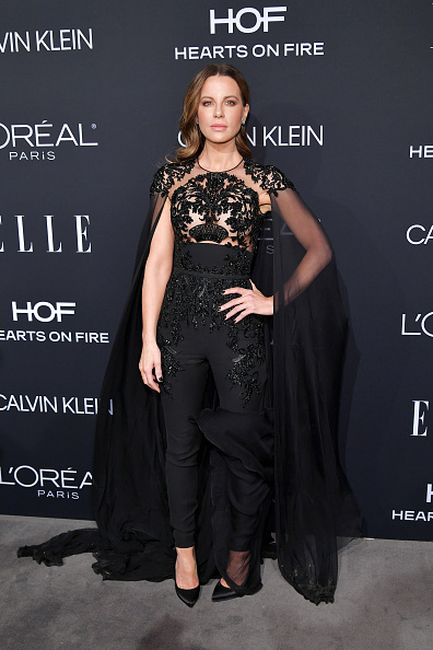 Celebration「ELLE's 25th Annual Women In Hollywood Celebration Presented By L'Oreal Paris, Hearts On Fire And CALVIN KLEIN - Red Carpet」:写真・画像(3)[壁紙.com]