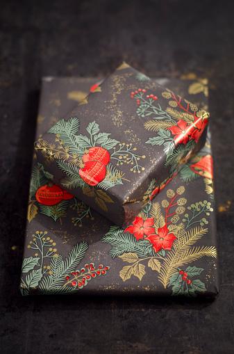 お祭り「Two Christmas presents」:スマホ壁紙(4)