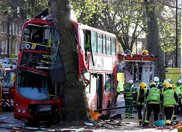 Assistance「London Bus Crashes On The Kennington Road」:写真・画像(15)[壁紙.com]
