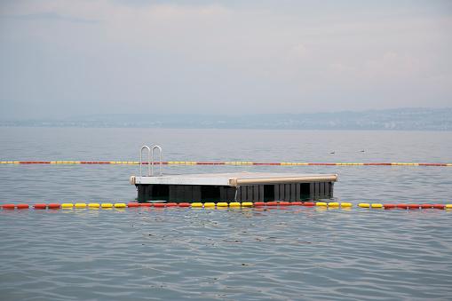 Diving Platform「Empty diving platform on Lake Geneva」:スマホ壁紙(10)