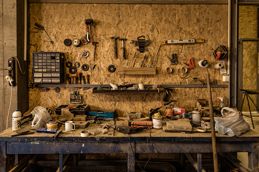 Workshop「Tool shelf in carpentry workshop.」:スマホ壁紙(14)
