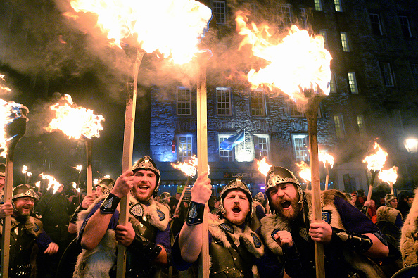 Hogmanay「Torchlight Procession Begins Edinburgh's Hogmanay Celebrations」:写真・画像(10)[壁紙.com]