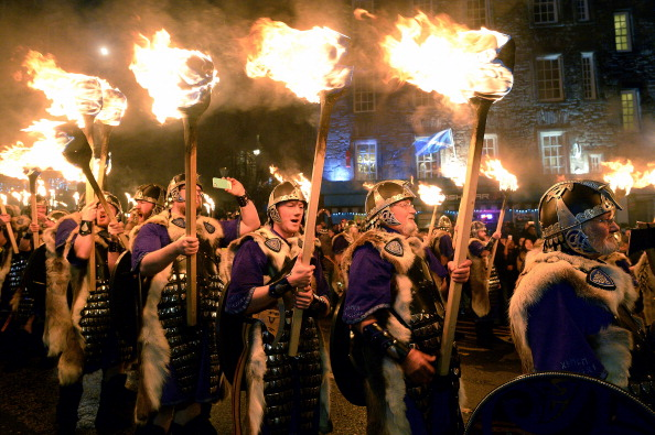 Hogmanay「Torchlight Procession Begins Edinburgh's Hogmanay Celebrations」:写真・画像(3)[壁紙.com]