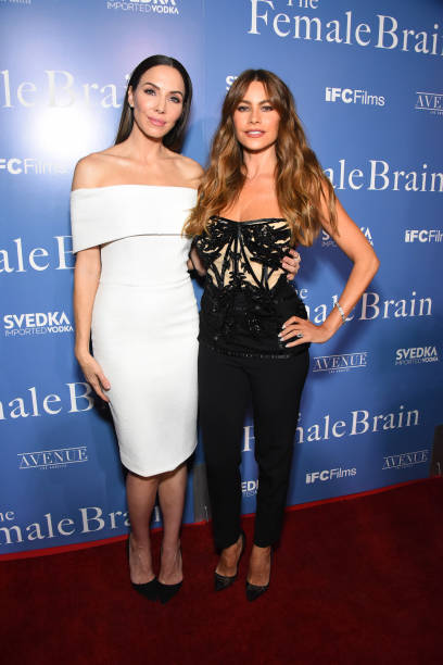 Whitney Cummings「The Los Angeles Premiere of IFC's THE FEMALE BRAIN sponsored by SVEDKA Vodka and Avenue Los Angeles」:写真・画像(6)[壁紙.com]