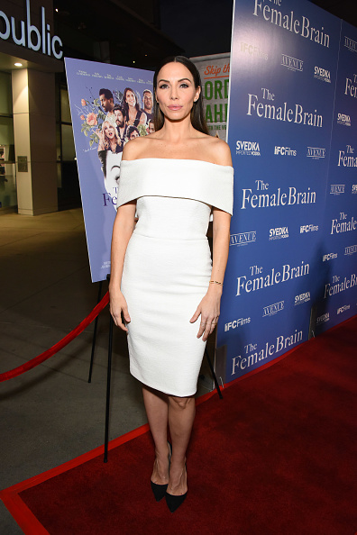 Whitney Cummings「The Los Angeles Premiere of IFC's THE FEMALE BRAIN sponsored by SVEDKA Vodka and Avenue Los Angeles」:写真・画像(2)[壁紙.com]