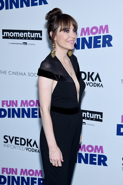 """Black Jumpsuit「Momentum Pictures With The Cinema Society Host A Screening Of """"Fun Mom Dinner""""- Arrivals」:写真・画像(14)[壁紙.com]"""