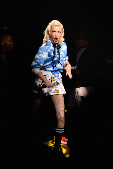 Alternative Pose「MasterCard Priceless Surprises Presents Gwen Stefani」:写真・画像(8)[壁紙.com]