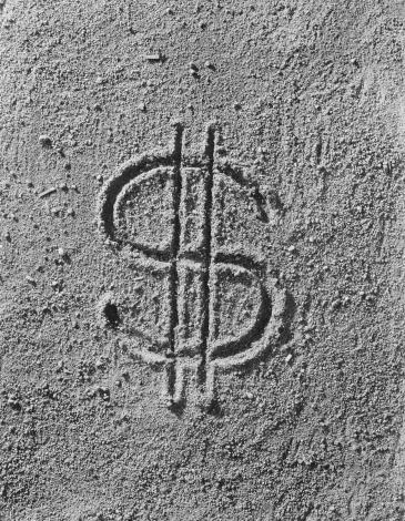 1967「Dollar sign imprint on sand, close-up」:スマホ壁紙(0)