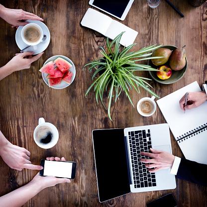 Keypad「Business People Meeting -Women Hands Using Laptop, Smartphone, Notebook」:スマホ壁紙(5)