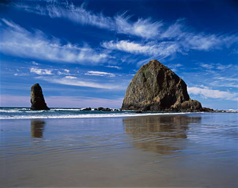 Haystack Rock「Haystack Rock blue sky white clouds Oregon Coast, Pacific Northwest」:スマホ壁紙(0)