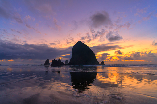 Back Lit「Haystack Rock and Dusk Sky」:スマホ壁紙(16)