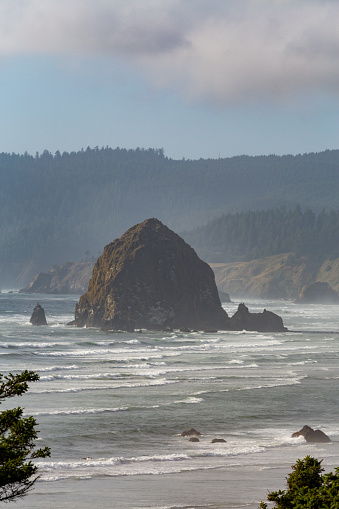 Pacific Ocean「Haystack Rock on Cannon Beach」:スマホ壁紙(9)