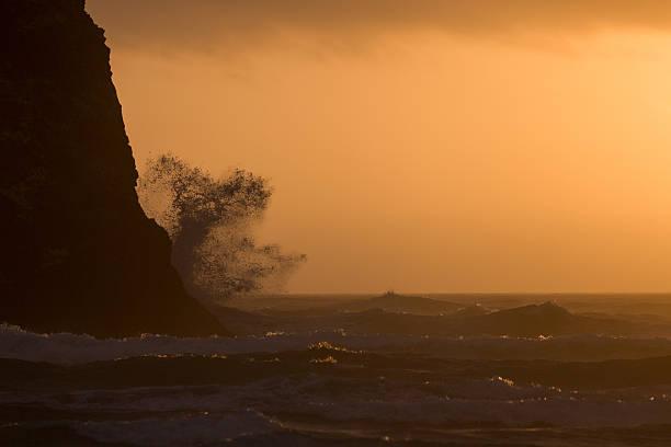 Haystack Rock on Cannon Beach:スマホ壁紙(壁紙.com)