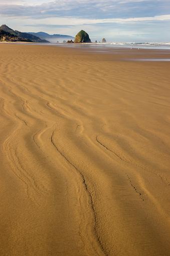 Cannon Beach「Haystack Rock and Sandy Beach」:スマホ壁紙(4)