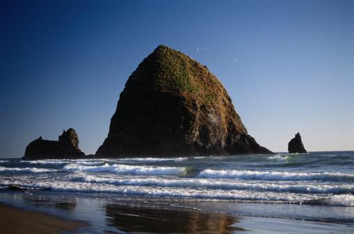 Cannon Beach「Haystack Rock」:スマホ壁紙(9)