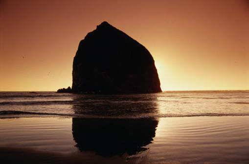 Cannon Beach「Haystack Rock」:スマホ壁紙(13)