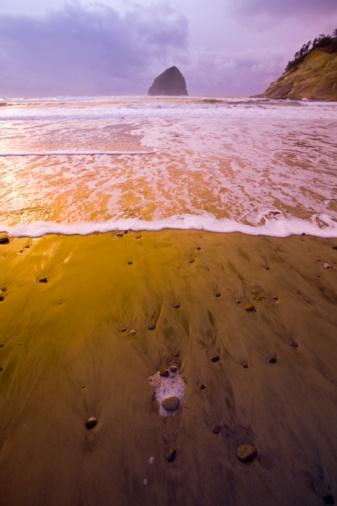 Basalt「Haystack Rock, Cape Kiwanda, Oregon Coast, USA」:スマホ壁紙(6)