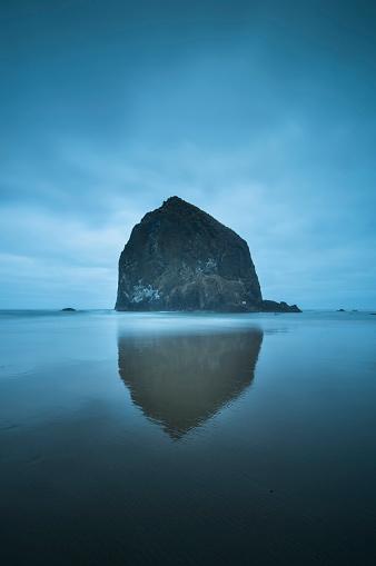 Cannon Beach「Haystack Rock」:スマホ壁紙(2)