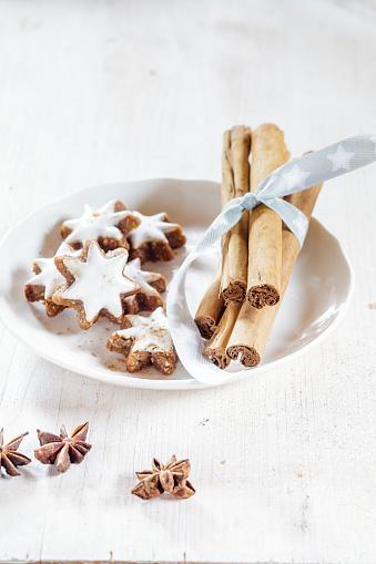 Star Anise「Home-baked Christmas cookies, cinnamon stars, star anise」:スマホ壁紙(5)