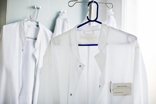 Emergency Services Occupation「Doctor's lab coat on hanger in laboratory」:スマホ壁紙(5)