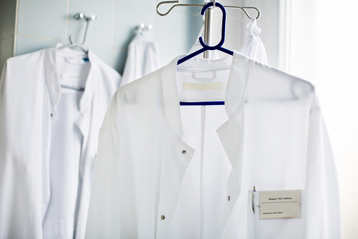 Clean「Doctor's lab coat on hanger in laboratory」:スマホ壁紙(10)