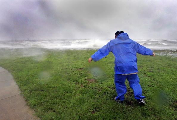 Leaning「Hurricane Dennis Approaches U.S. Gulf Coast」:写真・画像(12)[壁紙.com]