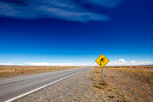 Infamous「Road sign indicating the infamous strong winds in Patagonia, Argentina, 2018」:スマホ壁紙(14)