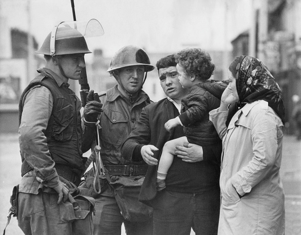 Problems「Civilians Talk To Troops」:写真・画像(15)[壁紙.com]