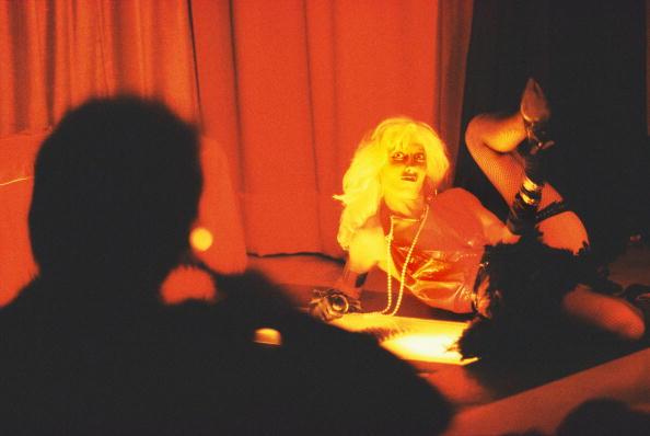 Focus On Background「A Stripper In A Soho Strip Club」:写真・画像(9)[壁紙.com]