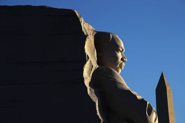 Martin Luther King III, Ryan Zinke Attend Wreath Laying At MLK Memorial In DC:ニュース(壁紙.com)