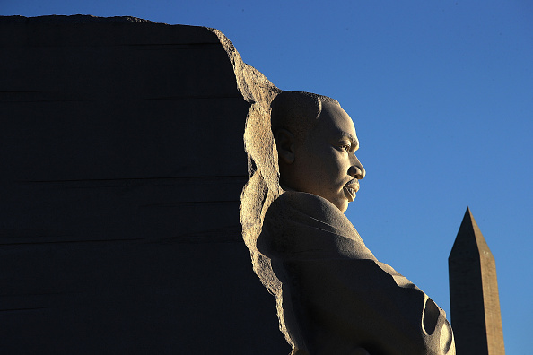 Washington DC「Martin Luther King III, Ryan Zinke Attend Wreath Laying At MLK Memorial In DC」:写真・画像(3)[壁紙.com]