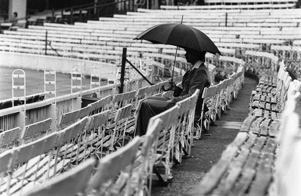Umbrella「Lonely Spectator」:写真・画像(16)[壁紙.com]