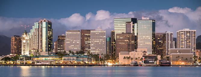 オアフ島「ダウンタウン ホノルル ハワイ、アロハ ・ タワー パノラマ」:スマホ壁紙(10)