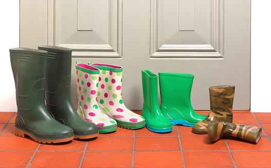 Front Door「Family's outdoor boots by outside door」:スマホ壁紙(19)