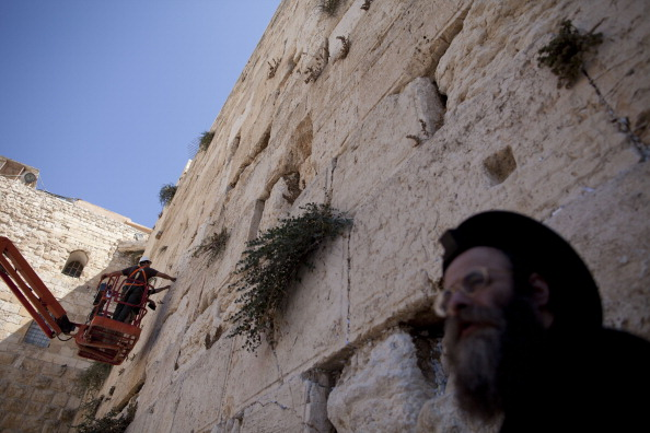 East Jerusalem「Engineers Check Stones At Western Wall」:写真・画像(9)[壁紙.com]