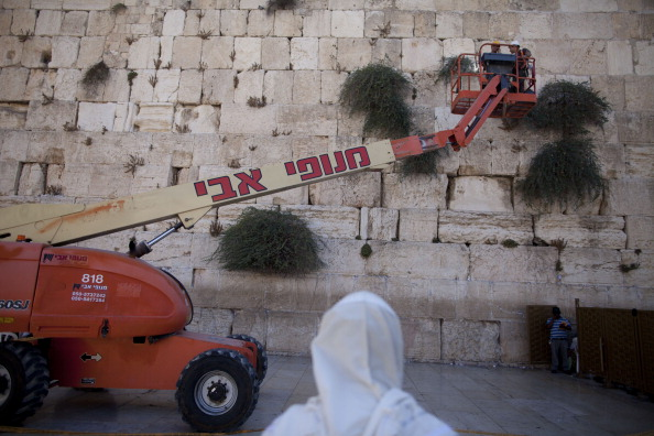 East Jerusalem「Engineers Check Stones At Western Wall」:写真・画像(13)[壁紙.com]