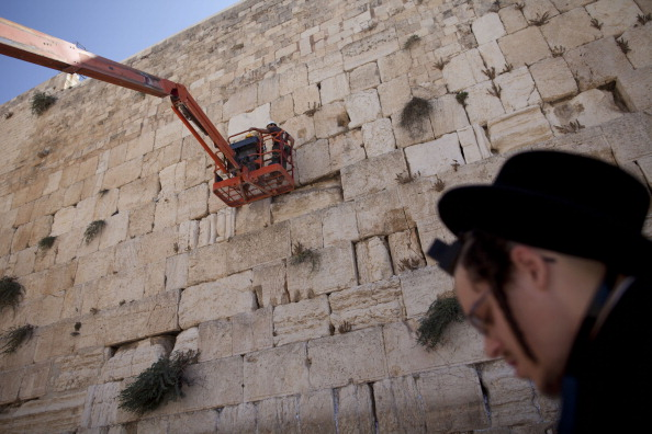 East Jerusalem「Engineers Check Stones At Western Wall」:写真・画像(8)[壁紙.com]