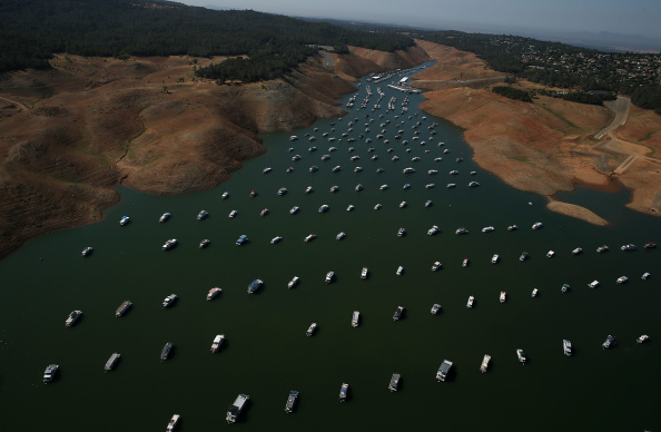 Sequential Series「Statewide Drought Takes Toll On California's Lake Oroville Water Level」:写真・画像(1)[壁紙.com]